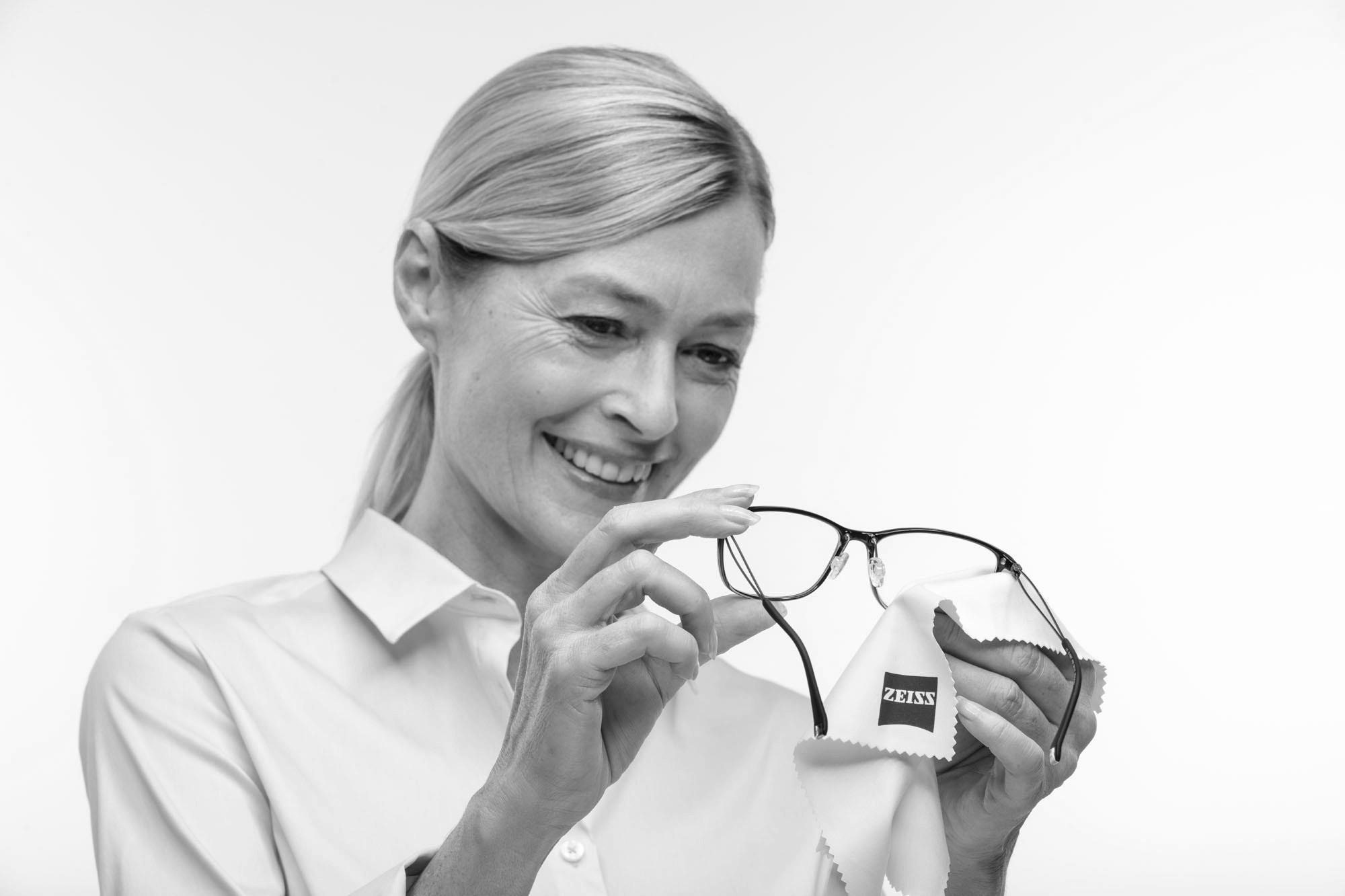 ZEISS Lens cleaning solution for glasses | ZEISS South Africa